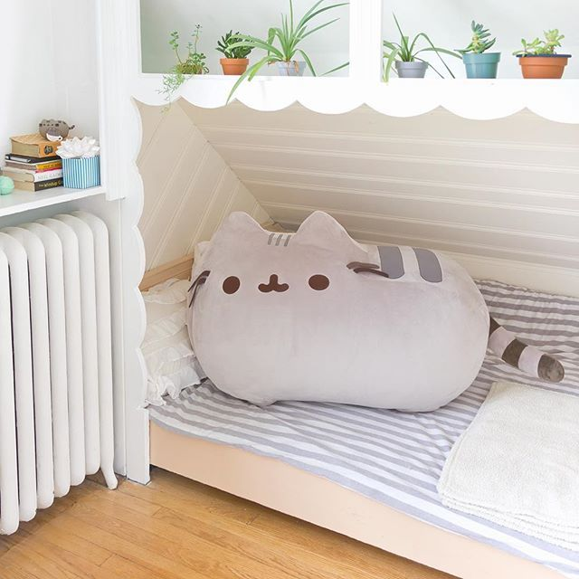 @HeyChickadee is holding a giveaway for this amazing jumbo-sized Pusheen plush! ↖️Visit link in bio to find out how you can enter! ✨