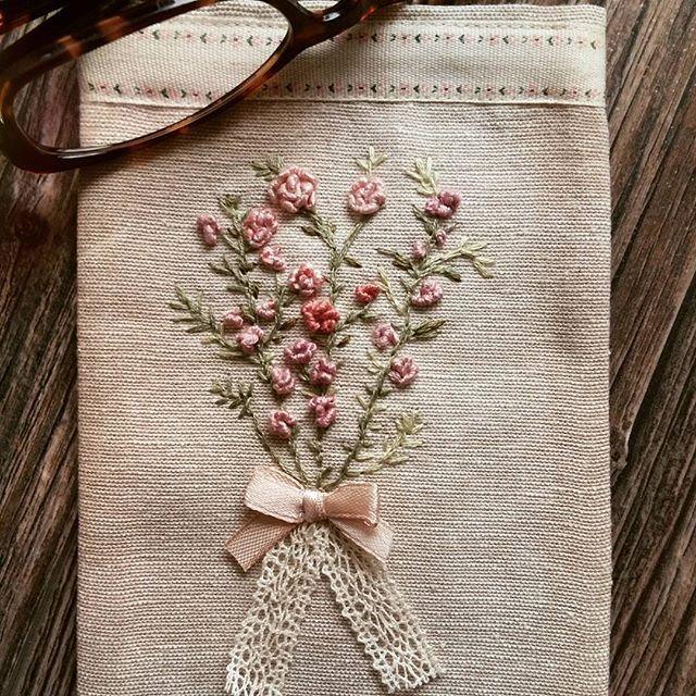 Вышивка#рукоделие #цветы #очешниктекстильный #шеби #подарок #купить #заказать #ручнаяработа #хэндмейд #хобби #маме #бабушке #девушке #идея #bm_embroidery #best_handmade_world