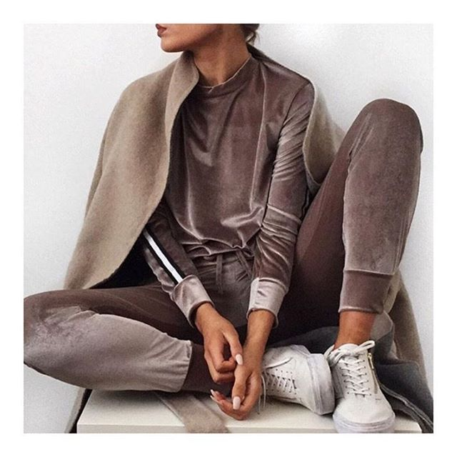 483 отметок «Нравится», 18 комментариев — Rebellious Fashion (@rebelliousfashion) в Instagram: «Casj Thursdays  @lissyroddyy  Armani velvet stripe tracksuit £22.40 w/ 20% off code LOVEIT  Comes…»