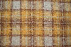 Tessuto scozzese  colore giallo  mt 2,18 altezza 1,34 prezzo 21,8