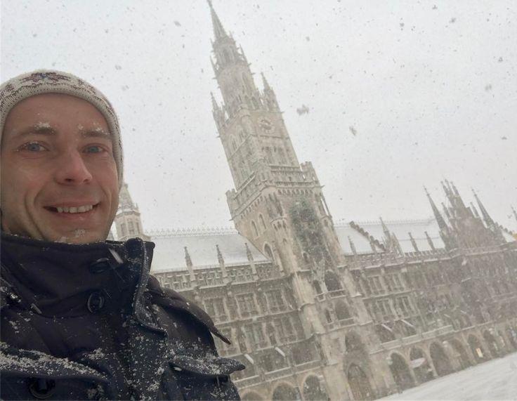Всего лишь пару дней назад был в Мюнхене  На улице было плюс 8 и светило солнышко   #воттакбывает #падаетснег #мюнхен #январь #travel #januar #путешествие #германия #зима #munchen #germany #deutschland