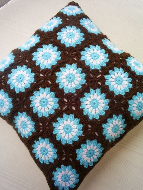 circle in a square cushion cover by riavandermeulen, via Flickr