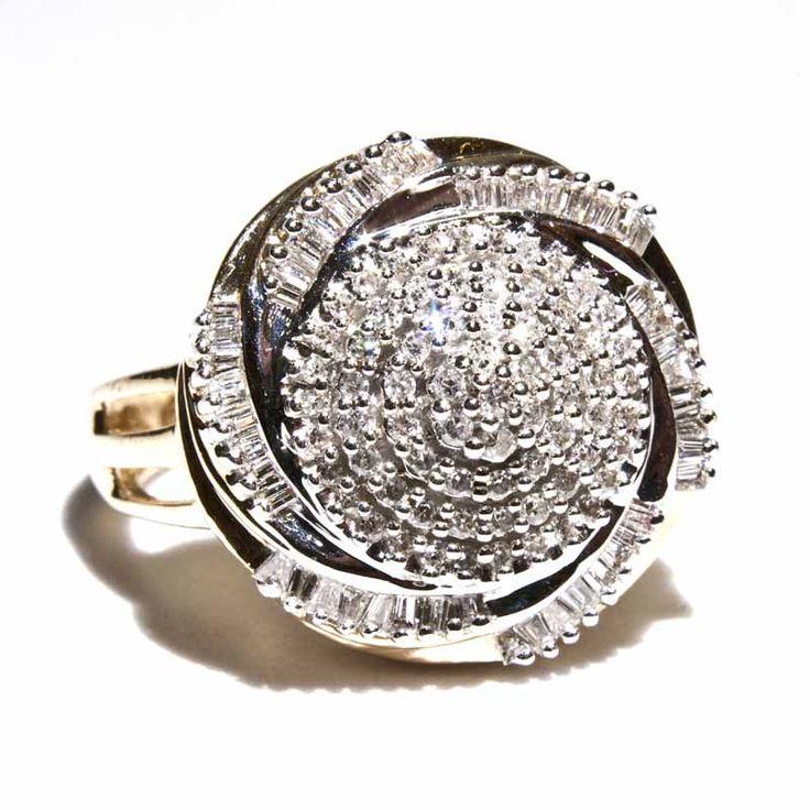 LIMITED AVAILABILITY!! Ring aus 585er Gelbgold Hauptmaterial: Gelbgold 585/-; Maße: RW 58 ; Gewicht: 9,9 g; Diamant : Farbe: Mittel; Reinheit: Mittel bis gering; Gewicht: ca. 2,5 ct ; Wiederbeschaffungswert: 3.000,- €; Referenz: 4434-21; PreisInkl. USt, nicht ausweisbar nach §25a UStG, zzgl. Versandkosten.: 1.700,- €; Lieferzeit: 3 - 5 Werktage; Hauptmaterial: Gelbgold 585/-; Maße: RW 58 ; Gewicht: 9,9 g; Diamant : Farbe: Mittel; Reinheit: Mittel bis gering; Ge