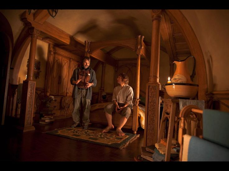 I need this as my bedroom  Replete with Bilbo. 17 Best images about Hobbit Room on Pinterest   LOTR  Montana and Bags