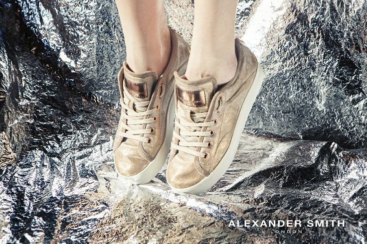 A206 Metal Oro. Metal flash, golden lightning and silver sparks: this is #AlexanderSmith new collection