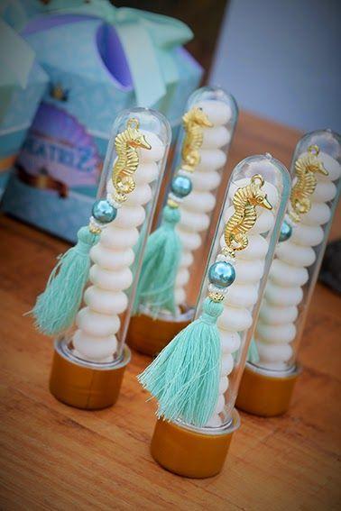 Para comemorar os 6 anos da Bia o tema foi a Pequena Sereia...     mesa com vários detalhes e mimos para os convidados                 ...