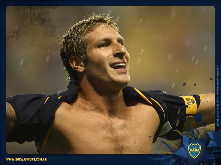 Martin Palermo: 297 goles oficiales y 14 titulos con la camiseta de Boca,mas que un jugador es un IDOLO, gracias por todos los momentos lindos que nos brindaste, gracias por tus goles, tus alegrias, tus festejos. Simplemente Gracias Titan!.