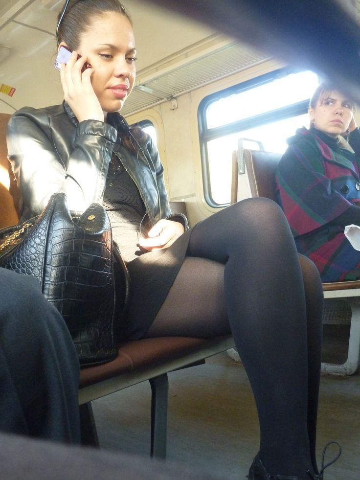 под юбкой в метро чулки