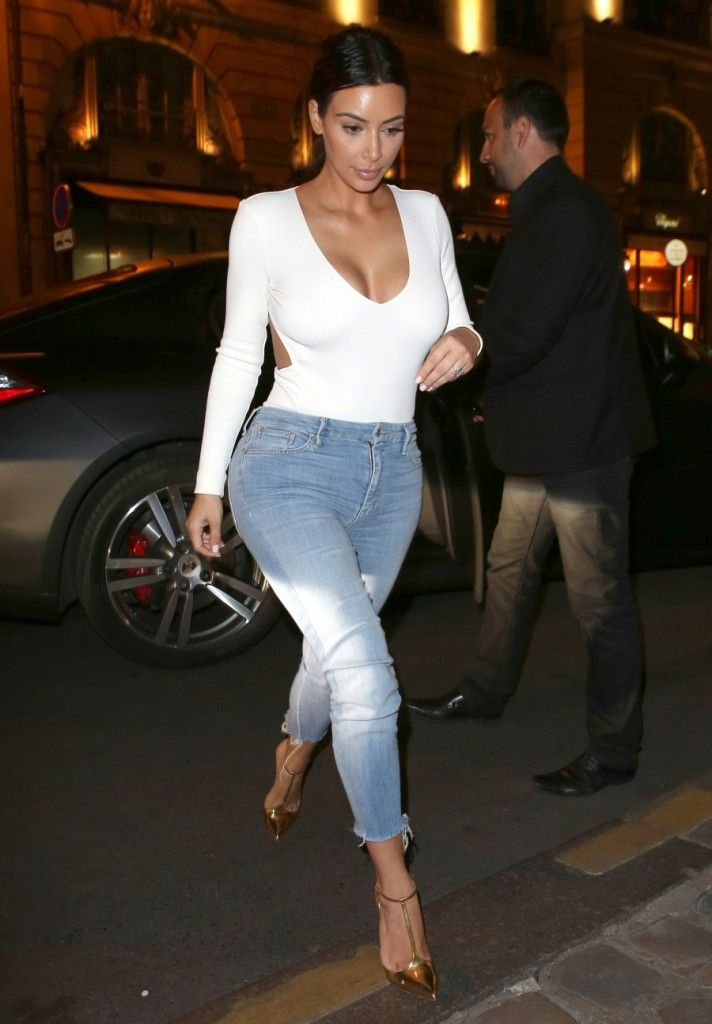 Okay THIS. But with my hair in a high bun. Kim makes everything look so right! #BeyonceOnTheRunOutFit ...OrNah?