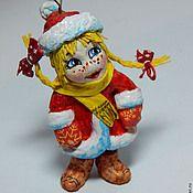 Лёгкая, прочная, твёрдая, ватная ёлочная игрушка. Милый, трогательный подарок. Принесёт в ваш дом тепло и хорошее настроение. Новогодняя ёлочная игрушка подарит незабываемые детские воспоминания и послужит прекрасным украшением ёлки! Стоимость игрушки 200 грн Подробнее http://www.livemaster.ru/item/8456119-podarki-k-prazdnikam-ozornaya-natashka