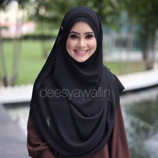 Rumaisa Pleated Shawl Code : DHRPS 003 ( Black ) Price : RM55 (exc postage) Material : Georgette Chiffon Approximately : 1.8 mtr x 28 inch Rectangle Shape For online purchase, kindly PM us on facebook : Closet Heart Official or email us : closetheartshop@gmail.com. Tq emoji #rumaisa #rumaisashawl #wideshawl #chiffon #pleated #pleatedshawl #selendang #lensaroy