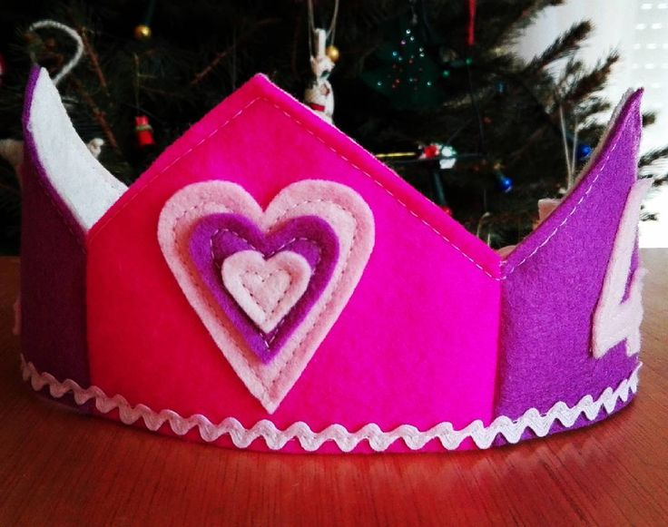 Birthday crown for our lovely Christmas girl. <3  #waldorfmom #waldorf #feltcrown #crown #christmas #birthday #gift #holiday #christmasgirl #heart #love