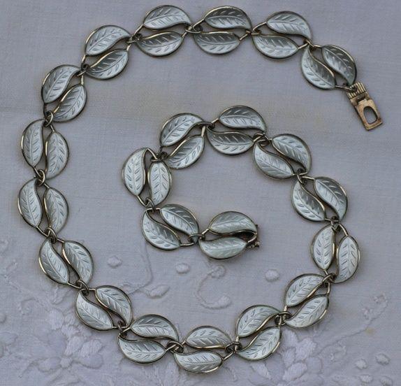 Willy Winnæss, David-Andersen. Halskjede i sterling sølv, med emalje. Vintage