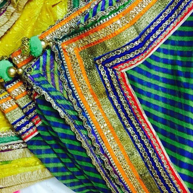 Leheriya Green and Blue Dupatta with MultiColor Zari Border - Traditional Indian Dupatta in Cotton with the famous Rajasthani Leheriya print. With the multicoloured golden border you can wear it with various Indian attires. This can be teamed up with Orange / Green / Navy Blue / Red Salwar Suir or Leehnga