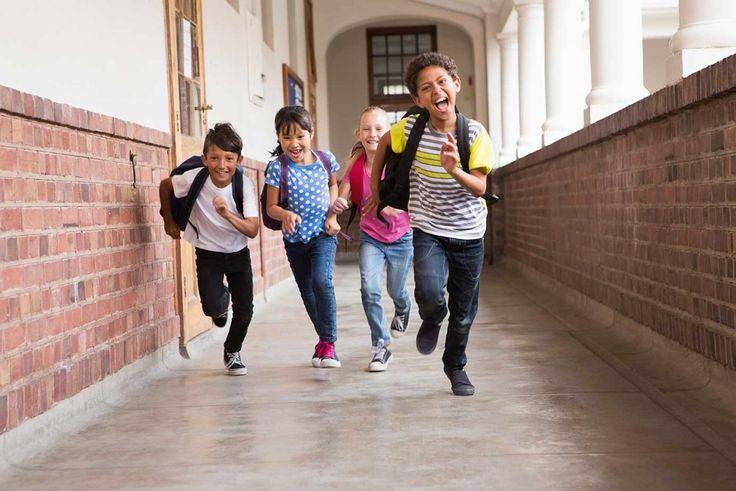 Se considera una pubertad precoz cuando aparecen los cambios puberales en los niños antes de los 9 años y en las niñas antes de los 8 años.