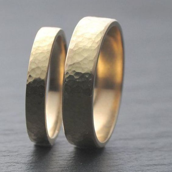 Hammered Wedding Band Set 18ct Yellow Gold Wedding Ring Set Two Wedding Ring In 2020 Wedding Rings Sets Gold Gold Diamond Wedding Rings Yellow Gold Wedding Ring Sets