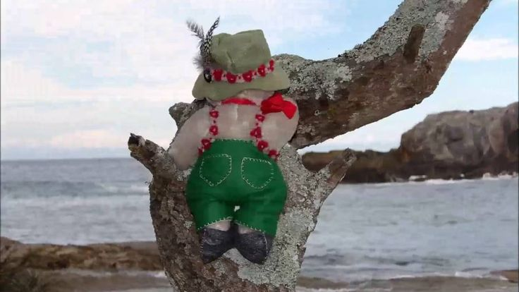 Ozwald Steiff visits Guerilla Bay, New South Wales #teddy #teddybears