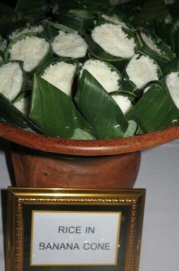 Steam rice in banana cone
