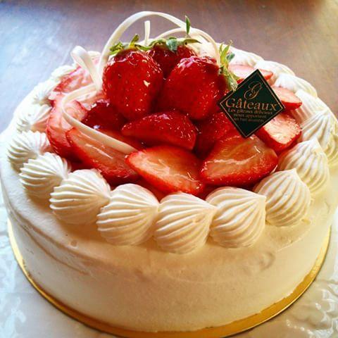Gateau aux fraise ガトー・オ・フレイズ イチゴのショートケーキ #ケーキ #デコレーションケーキ #イチゴ #誕生日 #お祝い #anniversary #cake #gateauauxfraise #fraise strawberry #strawberrycake #イチゴショート #ショートケーキ #いちごのケーキ