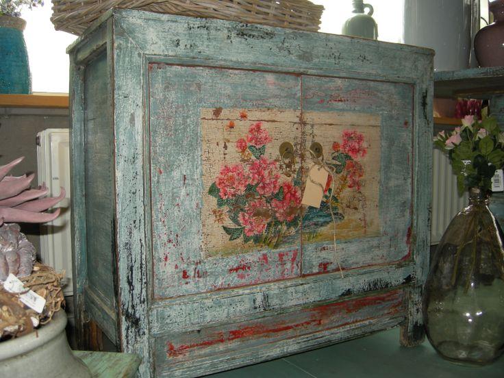 Een snoepie van een kastje. Ook uit China € 595,00