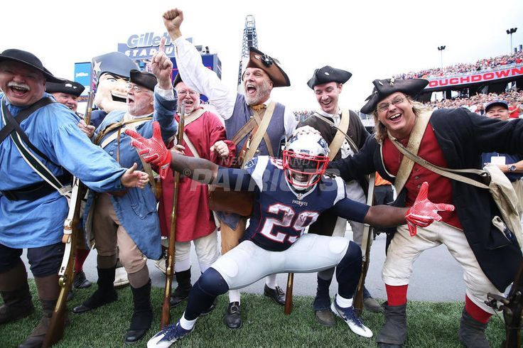 Top 5 Photos from Patriots vs. Dolphins presented by CarMax ..#1: A PATRIOTS POSE