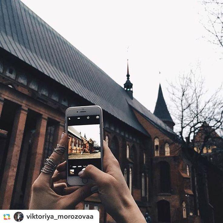 Фото - @viktoriya_morozovaa ======> @viktoriya_morozovaa:Калининград очень разный город ..с одной стороны кафедральный собор а с другой обычные серые дома и ларьки .. #vsco#vscocam#vscorussia#followme#follow#blog#travel#kaliningrad#город#собор#мы by life_in_kaliningrad