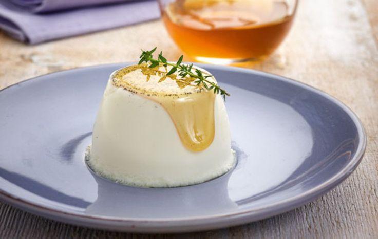 Ένα ανάλαφρο επιδόρπιο με υπέροχη γεύση και αρώματα από το ανθότυρο, το μέλι και το θυμάρι. #πανακότα