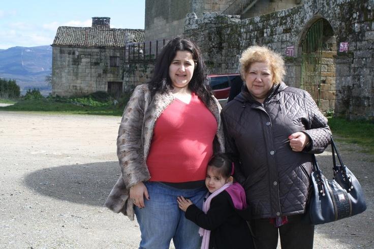 """Sónia Patrícia Rodrigues, com a Mãe Manuela Pinto, a filha Inês Silva e, na barriga, a seis dias de nascer, Gabriel Silva. 23h59 - 2 """"gostos"""""""