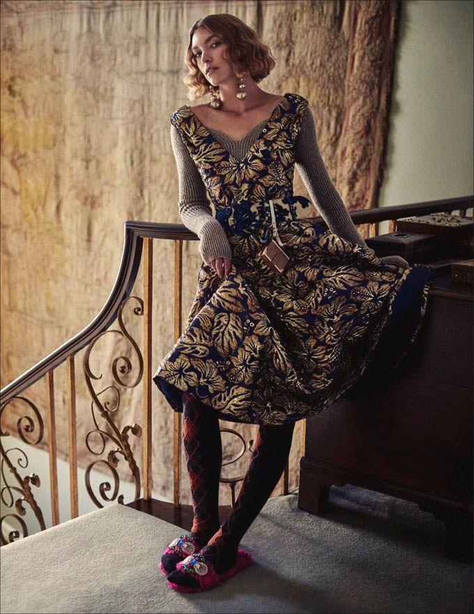 Аризона Мьюз (Arizona Muse) украсила обложку ELLE Italy. Фотографировал ее Дэвид Бертон (David Burton).
