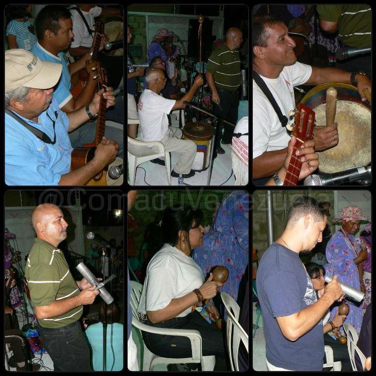 Los #InstrumentosMusicales que acompañan a los #PastoresdeElLimon son #Cuatro #Guiro #Furruco #Tambor y el #Canto. El #Canto de #PastoresdeElLimon se divide en tres tipos: Entrega de Ofrendas #Aguinaldos y #ElVillano. En esta #Fotografía se puede observar a los instrumentos #Tradicion #Cultura #Aragua #Venezuela