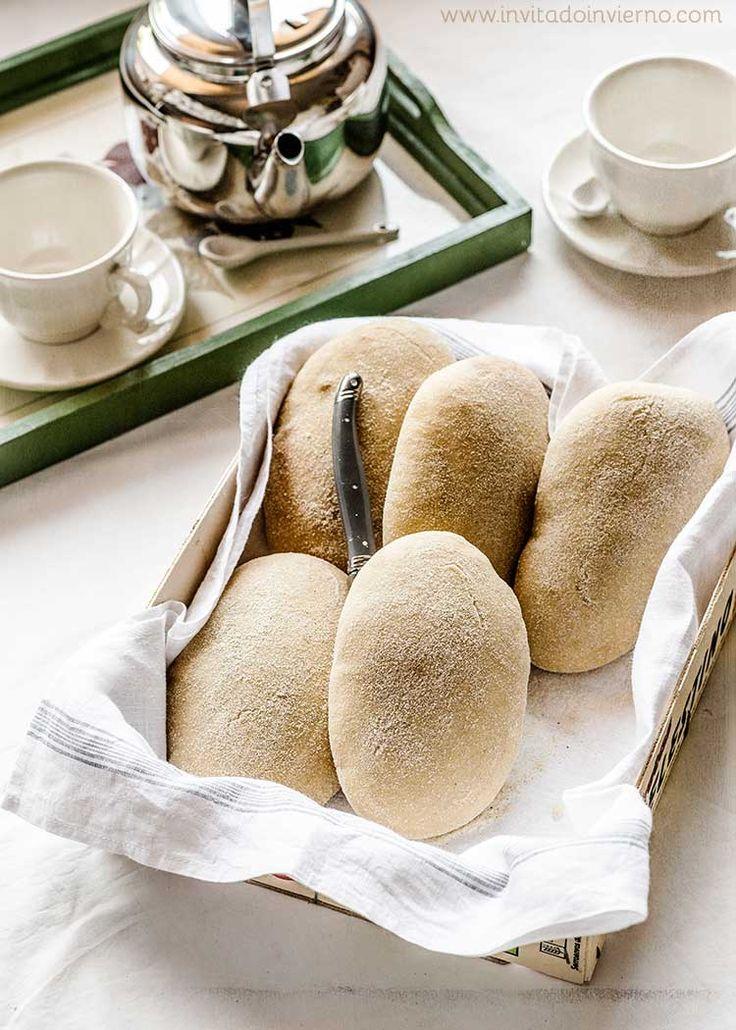 Receta tradicional de los molletes de Antequera, panes planos y tiernos típicos de Antequera, fáciles de hacer. Elaboración paso a paso con fotos y consejos