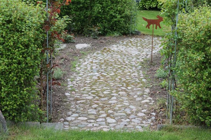 Sti igennem - rosenhave og frug og kryddeurte bed