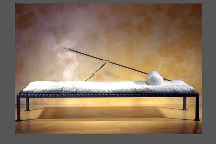 Day bed in ferro, lamiera forata, e tatami originale