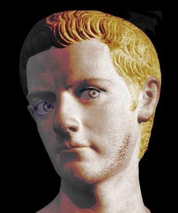 """Busto de Calígula. Cayo Julio César Augusto Germánico (12-41) conocido por su apodo de Calígula (""""botitas""""); que viene de las botas militares (las caligae) que usaba desde niño. Fue el tercero de los emperadores romanos y de la dinastía Julio-Claudia, inaugurada por Augusto."""