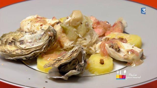 """- Plat / Poisson - Anne Alassane vous propose sa recette """"Choucroute de la mer"""" inspirée par le """"Bar aux épices et choux confits"""" de Monique."""