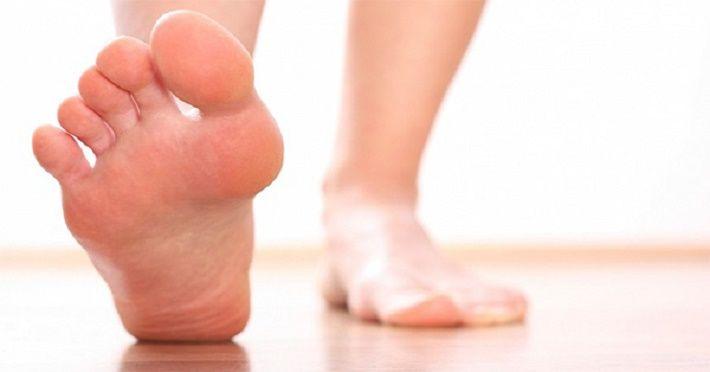 Não devemos usar sapatos dentro de casa nunca. Aqui está o porquê   Cura pela Natureza