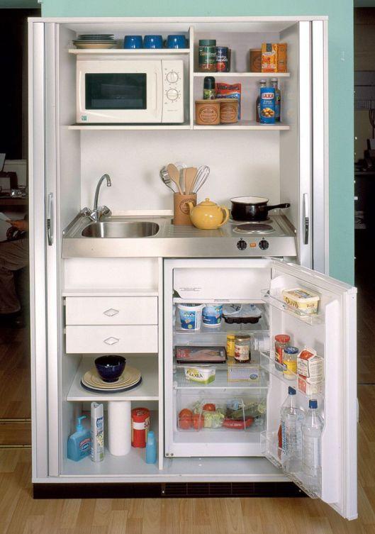 ¿Poco espacio en casa? Pues metemos la cocina dentro de un armario y asunto resuelto.