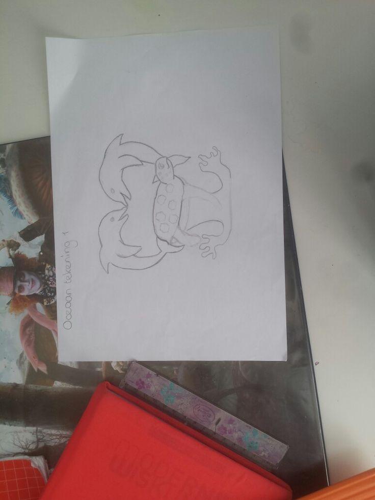 Dit is mijn eerste tekening met het thema oceaan voor een stoel (er zitten vlekjes in mijn foto omdat mijn camera kapot is