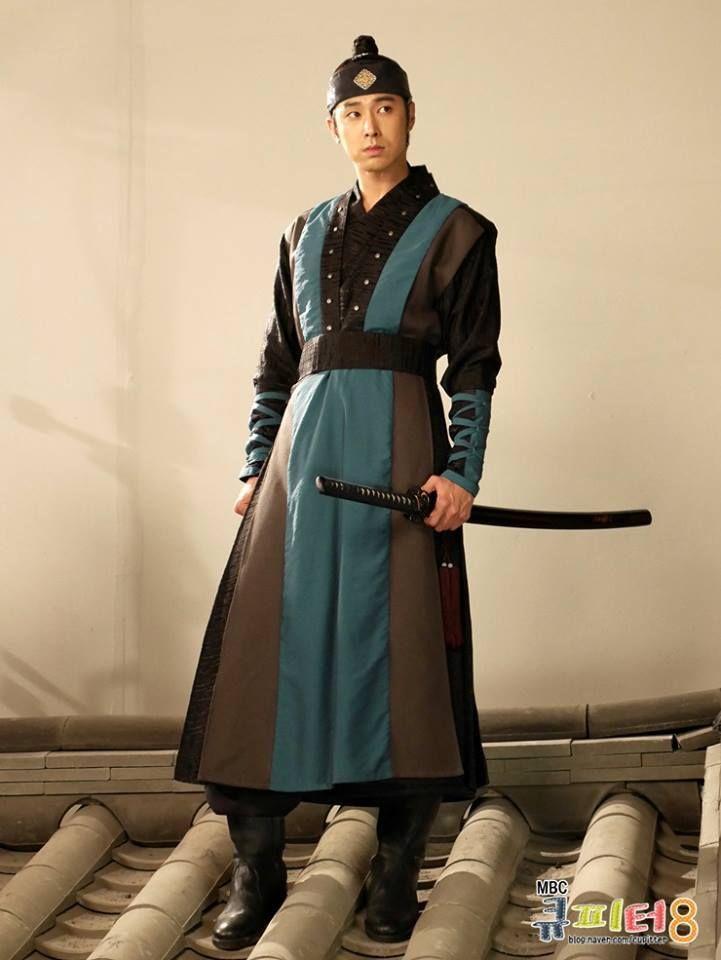he Night Watchman's Journal(Hangul:야경꾼 일지;RR:Yagyeongkkun ilji) is a 2014 South Korean television series starringJung Il-woo,Ko Sung-hee,U-Know YunhoandSeo Ye-ji.It aired onMBC for 24 episodes. 정윤호
