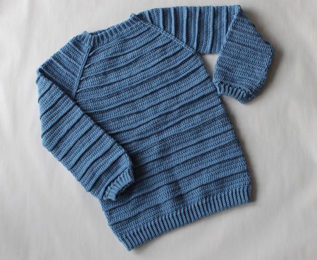 Hækleopskrift på en skøn trøje til både drenge og piger i alderen 1 til 10 år. Mønsterets striber har et blødt og levende udseende. #bypapara #hækleopskrifter #crochet #hekle