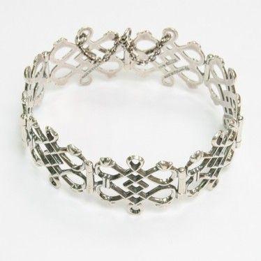 Kalevala Koru: rannekoru, sommiteltu Liedon Haimionmäestä löytyneen prinssisoljen koristeaiheita käyttäen