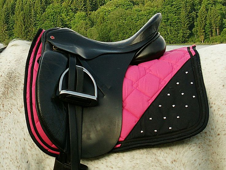 Saddle pad with studs!! www.d2b.no