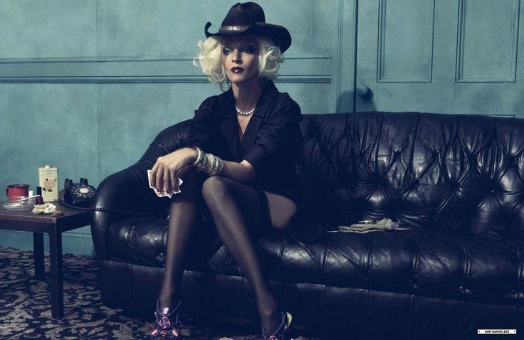 Uma Thurman in stockings - http://stockings-celebs ...