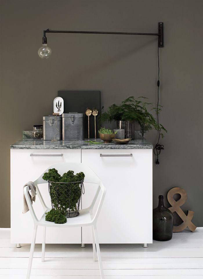 Grön-marmor_köksspecial-grå-grön-vägg-vägglampa-daniella-witte