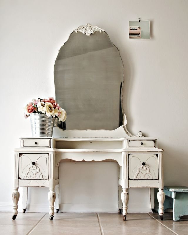 Best 25 Antique makeup vanities ideas on Pinterest Vintage