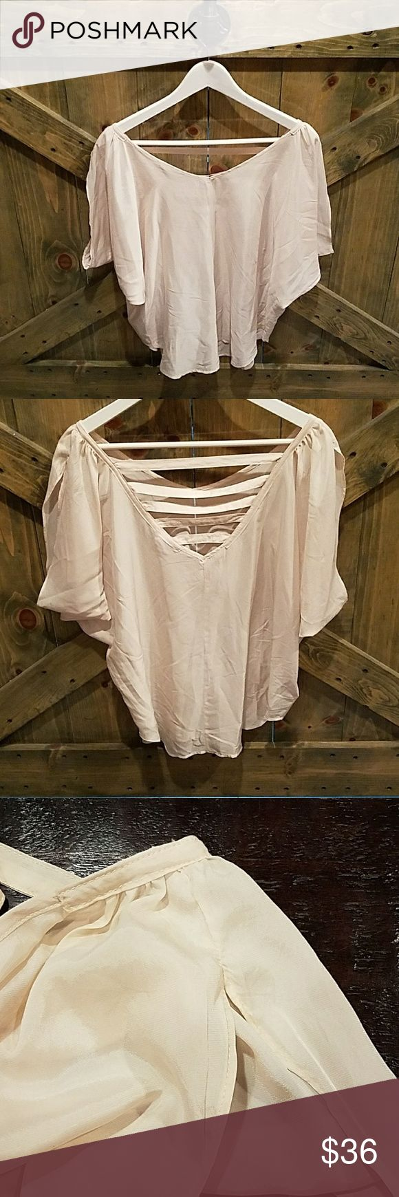 BCBG CREAM TOP Versatile great blouse for a dinner date, or the office. Or throw on under a casual  jacket or blazer and you're good to go! Size large. Just needs pressing. Sorry ladies I don't iron :) BCBGeneration Tops Blouses