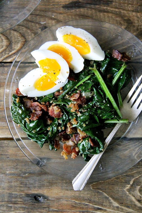 warm spinach salad with bacon and breadcrumbs // Delicious! Perfect Sunday dinner. Next time, only 4 minutes for the eggs.