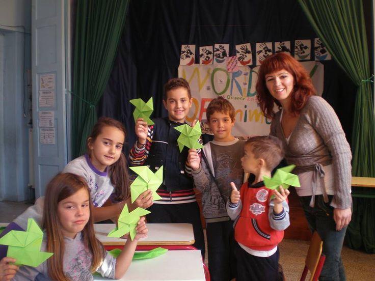 Σας στέλνουμε την αγάπη μας από το Δ.Σ. Πρωτοκλησίου και το Β. Έβρο και λέμε ένα βροντερό ΟΧΙ στη φτώχεια μέσα από τη συναρπαστική μέθοδο origami! Ειρήνη Νώλη
