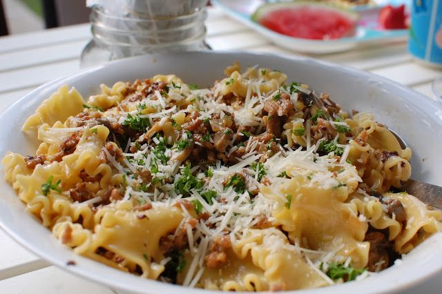 Pasta alla Norcina - no 'shrooms for me please!  I've seen peas added to this - think that'd be more to my liking.