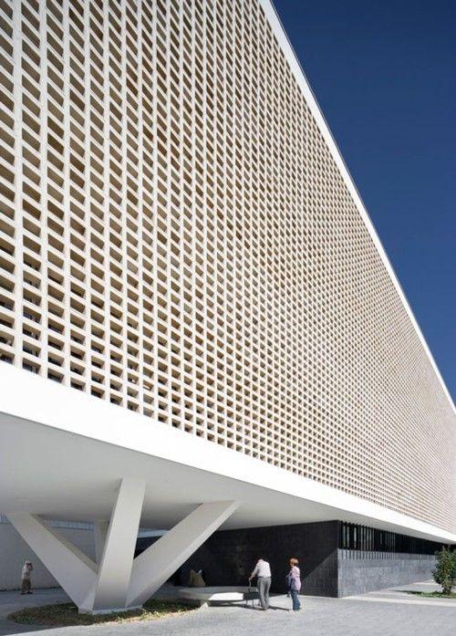 The facade of the Progrea0Raval Health Center in Badalona by Jordi Bardi.